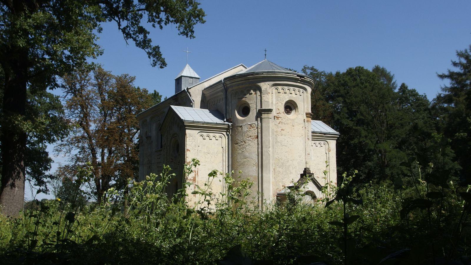 Kościół w Kosienicach, widok na tył budowli,        fot. Nikodem Bar